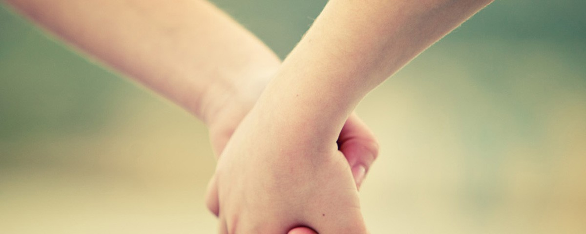 holding hand 1200x480 t8ce4I.tmp
